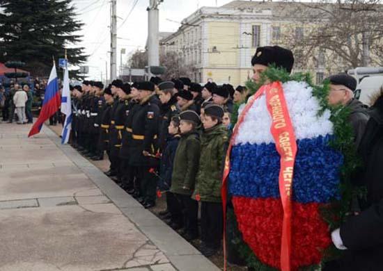 Экипаж подводной лодки Черноморского флота «Колпино» исполнил песню «Усталая подлодка», находясь набоевом дежурстве подводой