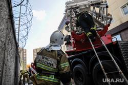 На юге России загорелся жилой дом площадью 1500 метров. Видео