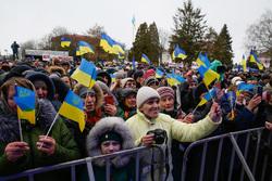 Украина хочет привлечь туристов из Донбасса и Крыма