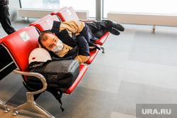 В аэропортах Москвы задерживают и отменяют рейсы