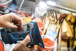 Жительница ХМАО нашла паразитов в рыбе двух сетевых гигантов