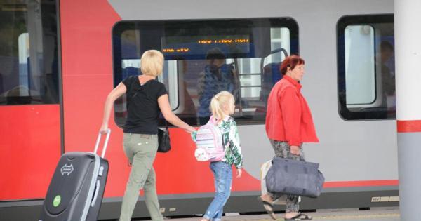 Дополнительные поезда доМосквы иСанкт-Петербурга пустят вмайские праздники