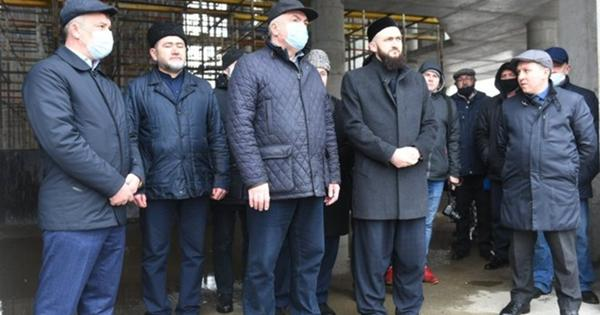 Муфтий Татарстана посетил строящуюся мечеть «Джамиг» вЧелнах
