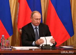 Путин подписал ряд новых законов. Что изменилось в жизни россиян