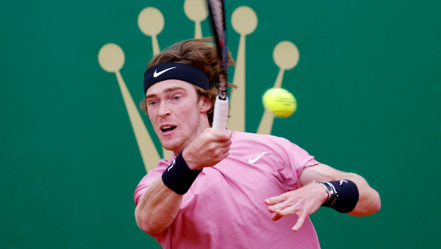 Теннисист Рублев покинул турнир в Барселоне на стадии 1/4 финала
