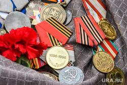 Пермский губернатор пообещал ветерану вернуть похищенные медали