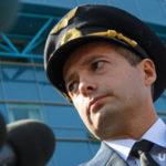 Пилот Юсупов совершил рейс из Чечни ради любимых футболистов. Фото