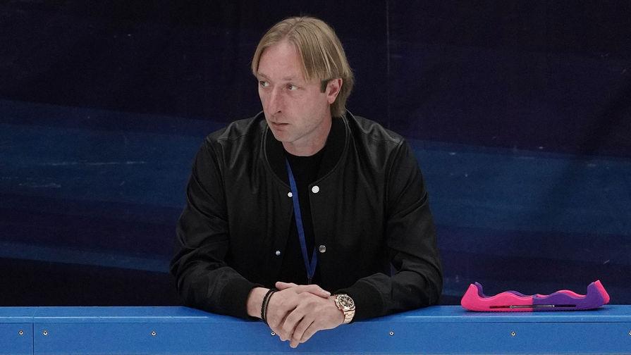 """""""Скоро все узнаете!"""": Плющенко выложил видео, на котором собирает тюльпаны для жены"""