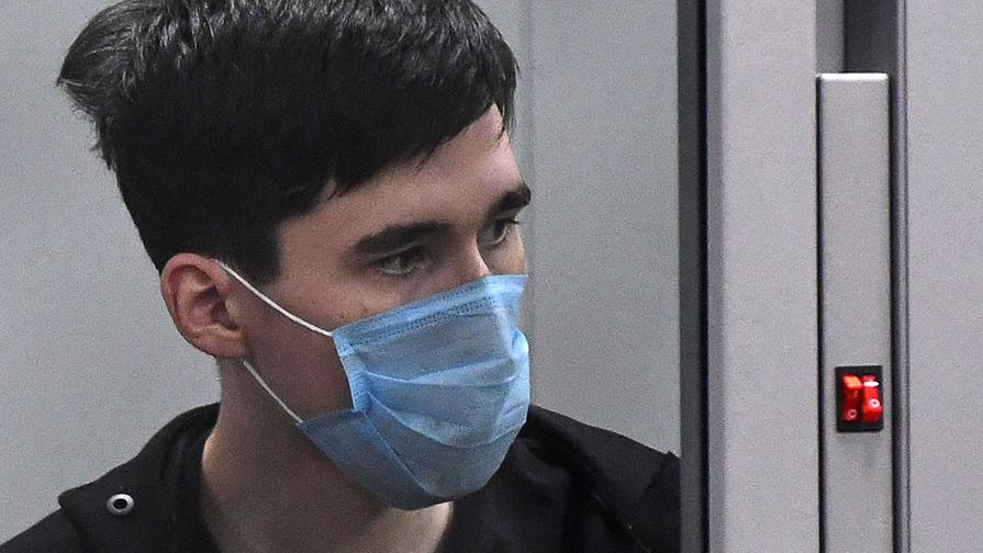 Суд в Казани арестовал на два месяца обвиняемого в нападении на школу