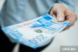 В банках увеличат сумму, которую можно снять без паспорта