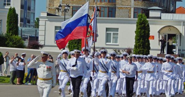 Вфилиале Нахимовского НВМУ вСевастополе прошёл выпуск нахимовцев икадет Омского кадетского военного корпуса