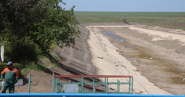 ВКрыму отказались отпросочившейся сквозь дамбу украинской воды