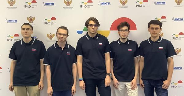 Московские школьники завоевали шесть медалей наМеждународных олимпиадах побиологии иматематике