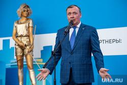 Мэр Екатеринбурга меняет традицию фуршетов в День города