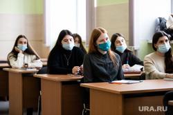 Минпросвещения разрешит школам и вузам переходить на удаленку