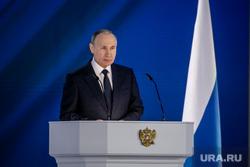 Путин поручил защитить социальные выплаты от приставов