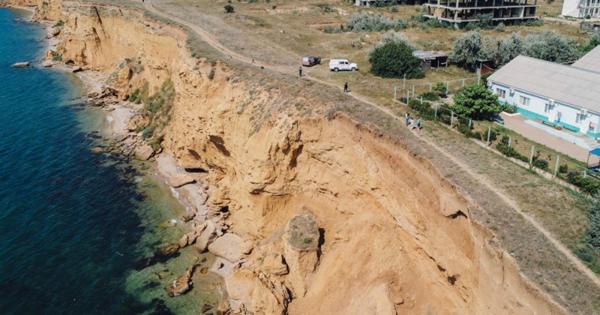 ВСевастополе обвалоопасные участки побережья обследуют спомощью беспилотников МЧС