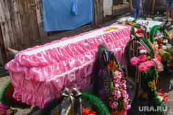 Хозяина рынка в Урае не устраивает громкий плачь у морга напротив