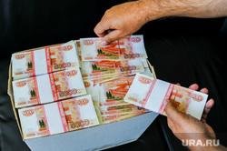 Ритейлеры рассказали, на что россияне потратили путинские выплаты